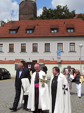 Photo: zleva: novicmistr a farář v Gumpoldskirchen, J.E. velmistr, P. Metoděj Hofman vikář velmistra a farář na Bouzově.