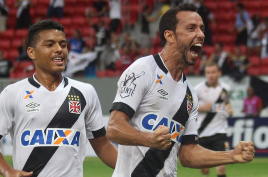 Brasileirão 2016 - Nenê fez os dois gols da vitória vascaína