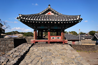 Photo: This is one of the three gates of the fortress. Japanese invasion was common back then due to its short distance from Udo Island.
