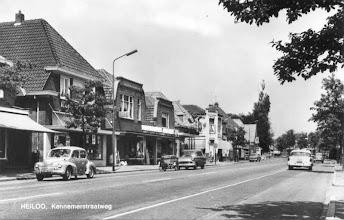 Photo: Jammer dat ons huis er net niet op staat, links was een meubelzaak van Korstanje, een paar huizen verder woonden wij. Naast Korstanje Albert-Hein, warenhuis Jansen en zelfbediening zaak B&W. Aan de overkant woonden toen mijn vriendin Ineke.