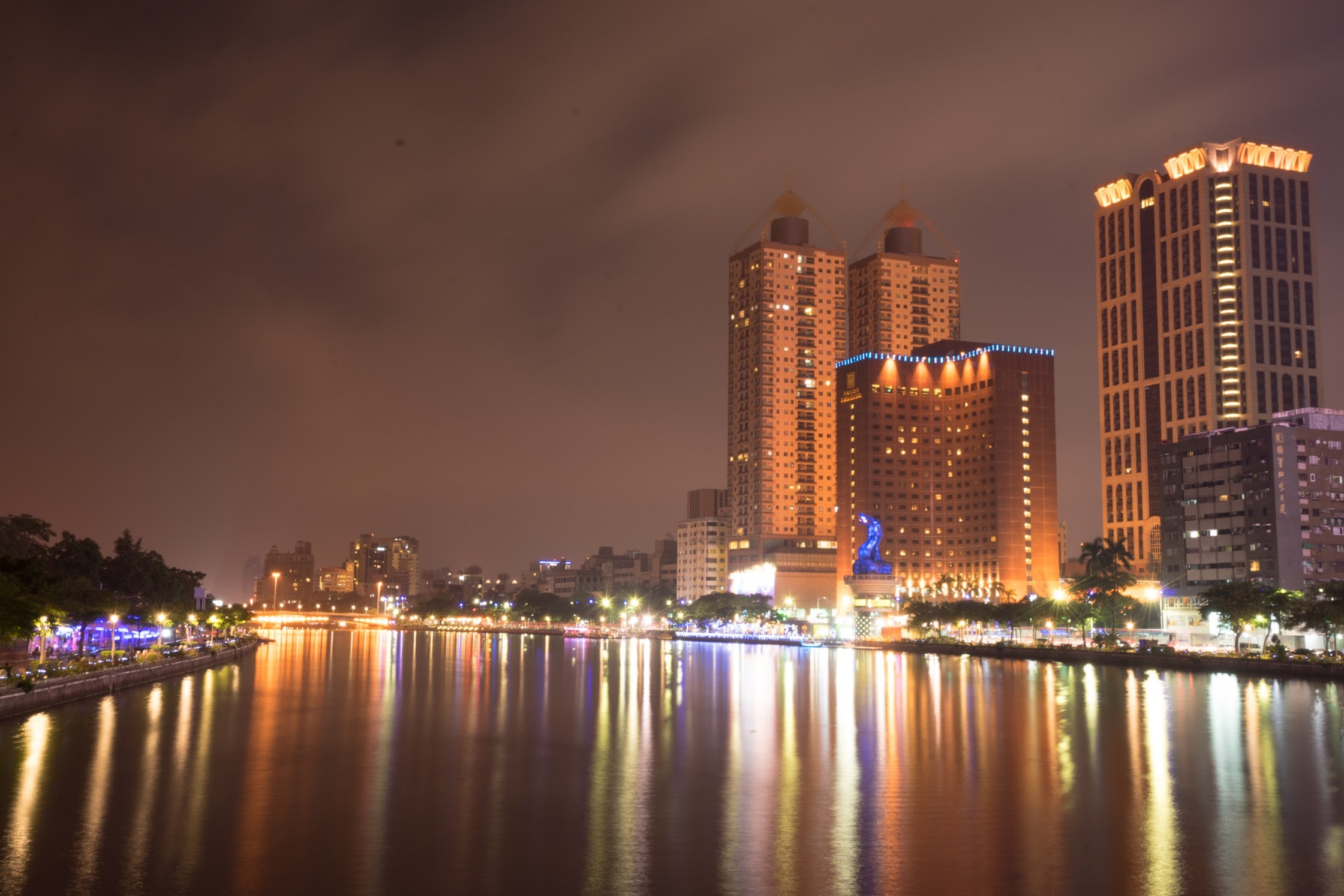 Taiwan Kaohsiung Love River evening view1