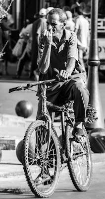 Pedalando...non si inquina....e si respira meglio :P di Renata Roattino@jhonninaphoto