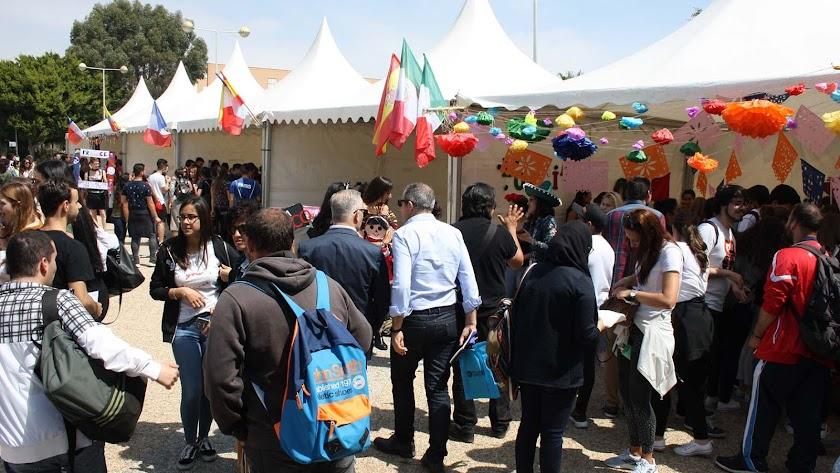 La comunidad universitaria ha celebrado una nueva edición de la Feria de las Naciones.
