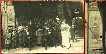 """Photo: Tandis qu'ils prennent la pose...  Une publicité sur la devanture d'un café parisien au début du 20ème siècle. """"R. Serre, Photo., 189, faubourg Poissonnière, Paris"""""""