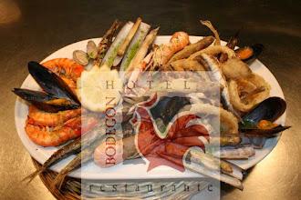 Photo: Parrillada de pescados y mariscos