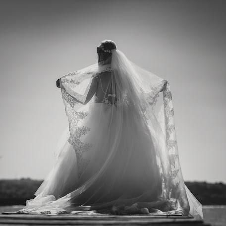 Wedding photographer Miroslava Velikova (studioMirela). Photo of 01.02.2018