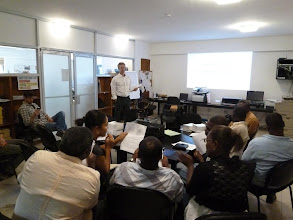 Photo: 5 décembre 2012 : Atelier final no 5. Remise des kits de supervision. Formation sur l'utilisation du GPS