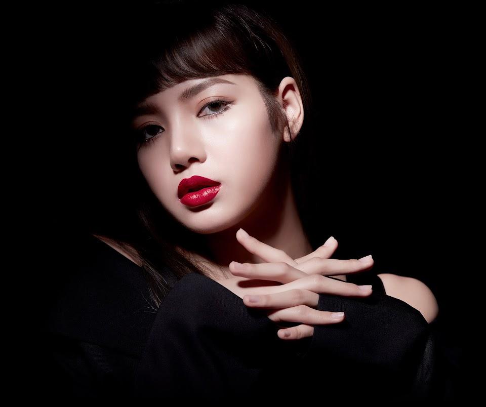 BLACKPINK-Lisa-moonshot-fan-sign-Bangkok-Thailand