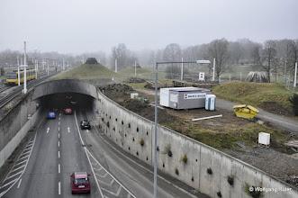 """Photo: Blick von der Hängebrücke in Richtung Schwanentunnel B10/B14 und """"Unterer Schlossgarten"""""""