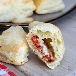 Easy Bacon, Tomato & Cheddar Puff Pastry Appetizers Recipe