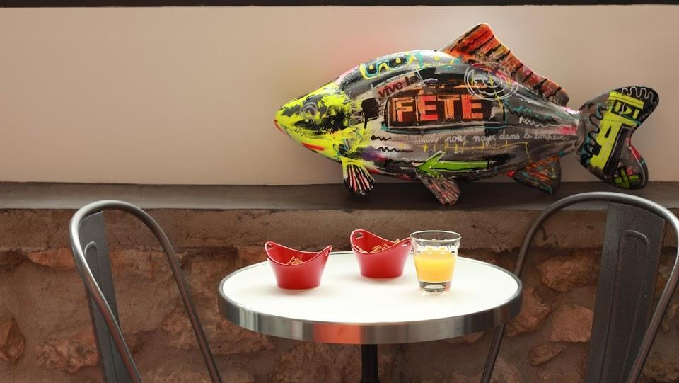 Plateau de table bistrot avec cerclage en inox