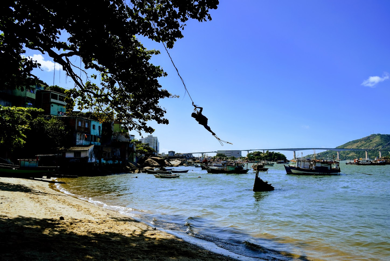 Balanço de corda na Praia da Castanheira, em Jesus de Nazareth