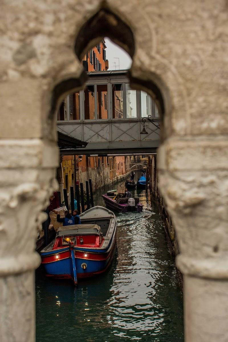 strettoie a Venezia di Andrea Trocani