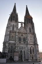 Photo: Katedrála sv. Petra (Dom St.Peter). Katedrála sv. Petra v Řezně patří k nejvýznamnějším gotickým památkám v Bavorsku. Věže, které jsou již zdaleka vidět, činí z katedrály centrum města.