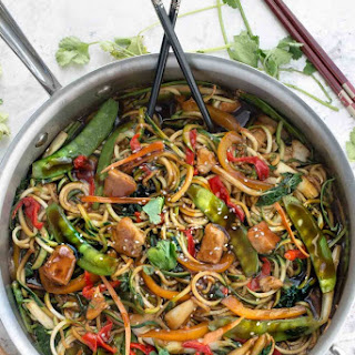 Healthy Chicken Chow Mein Zoodles