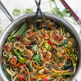 Healthy Chicken Chow Mein Zoodles.