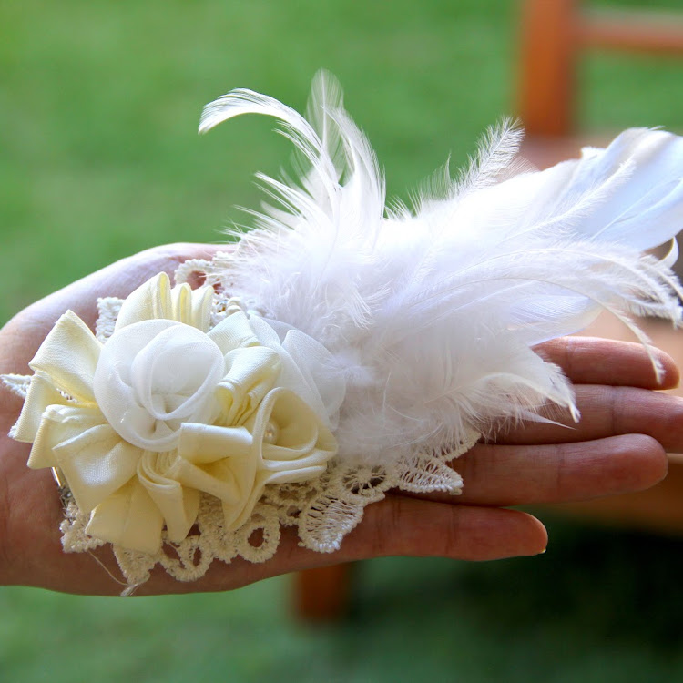 Rose/Pearl/Feather Bridal Clip on (small lace base)