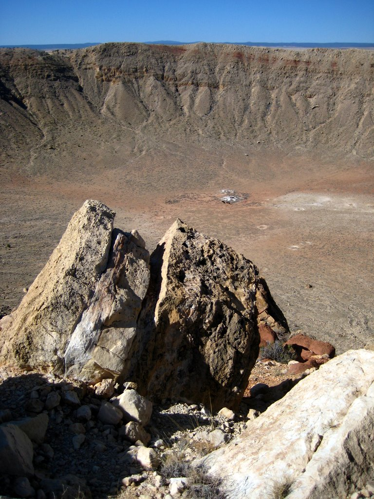 Photo: Some jumbled-up Kaibab limestone blocks on the rim of the crater