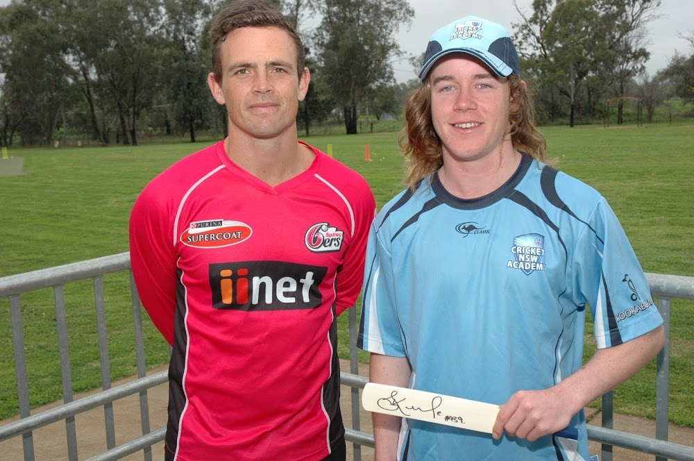 Australian cricketer Steve O'Keefe, left, presented a signed bat to young Narrabri star Coby Cornish after his selection for the NSW Country/ACT under-17 cricket side to take part in the national championships later this month.