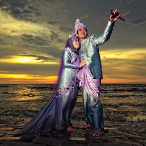 Sunset Couple by Ismail Rali - Wedding Other ( sunset, wedding, beach, bride, people, sarawak )