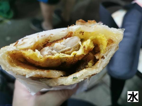 台北內湖737巷美食-蟹老闆古早味手工蔥油餅@內湖737巷夜市:歷久不衰的創意點心, 希望未來能有更多口味 :D