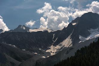 Photo: Cima di Vermiglio 3458 m  Nad wysokimi szczytami zaczynają się tworzyć chmury. Nie wróży to nic dobrego.