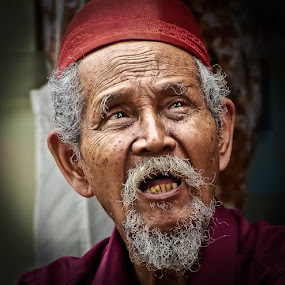 by Izhar  Hj.Ishak - People Portraits of Men ( face, people )