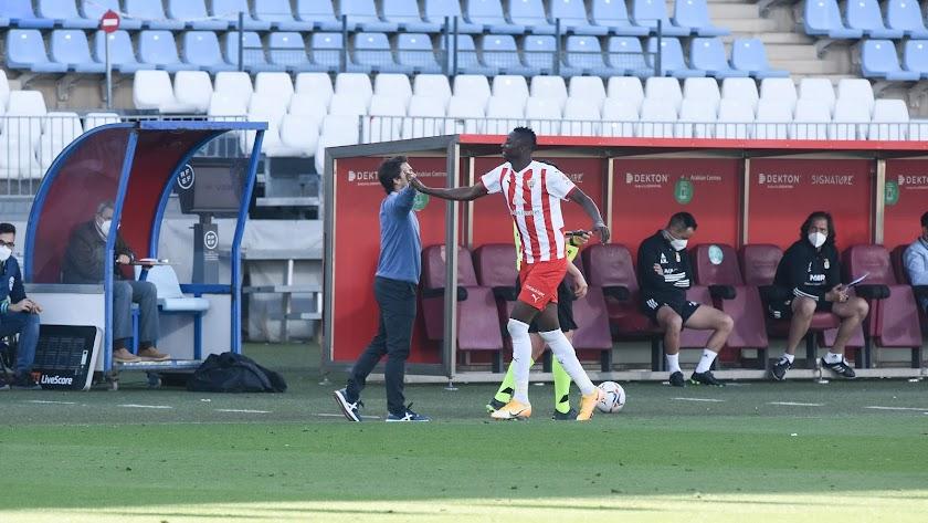 Umar Sadiq dirigiéndose al banquillo en el duelo con el Oviedo.