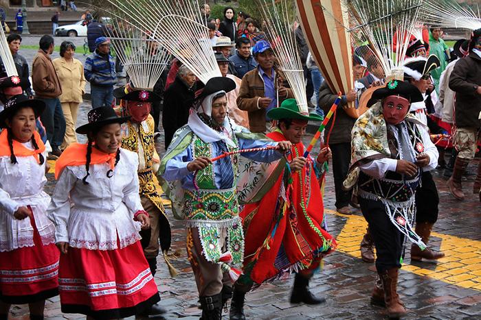 Fiesta tradicional de Navidad en las calles de Cusco