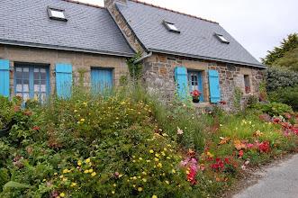 Photo: BRETANYA 2013. PRESQU'ÎLE DE CROZON ( Kraozon en bretó ). Cases bretones prop de la punta de Pen-Hir.