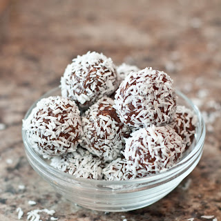 Vegan Cashew Cacao Bliss Balls.