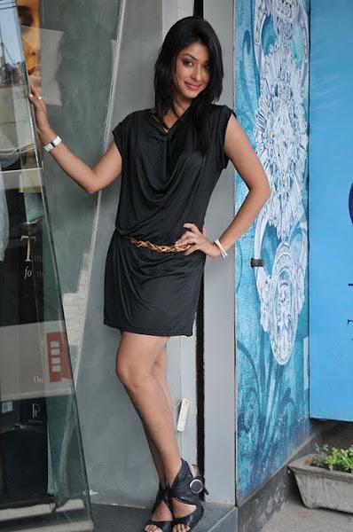 Payal Ghosh legs, Payal Ghosh feet