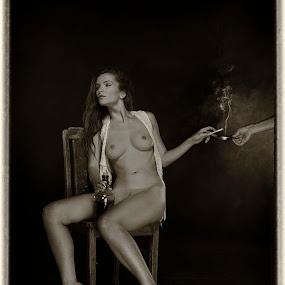 smoke by Carl0s Dennis - Nudes & Boudoir Artistic Nude ( nude, indoor, smoke, cigarettes, people,  )