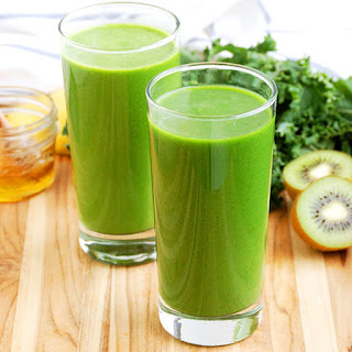Kale and Kiwi Superpowered Green Smoothie.