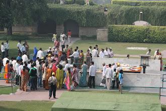 Photo: Le Raj Ghat: lieu d'incinération de GANDHI en 1948