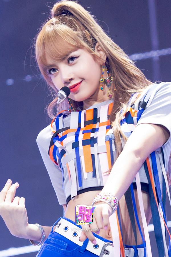 BLACKPINK-Lisa-SBS-Inkigayo-Comeback-Stage-Performance