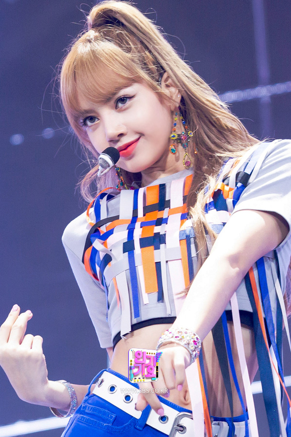 BLACKPINK-Lisa-SBS-Inkigayo-Comeback-Stage-Performance