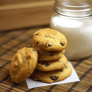 Classic Chocolate Chip Cookies (grain-free)