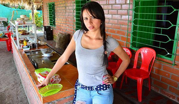 Porndoe - Salvaje sexo y un facial con la seductora colombiana Adriana Ramos
