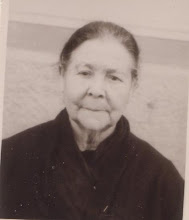 Photo: Rosa LAVILLA-ALDA, esposa de Celestino Cester. (La foto fue tomada sobre 1950 en Ajaccio, y enviada a esta web por Manuel Cester, su bisnieto.)