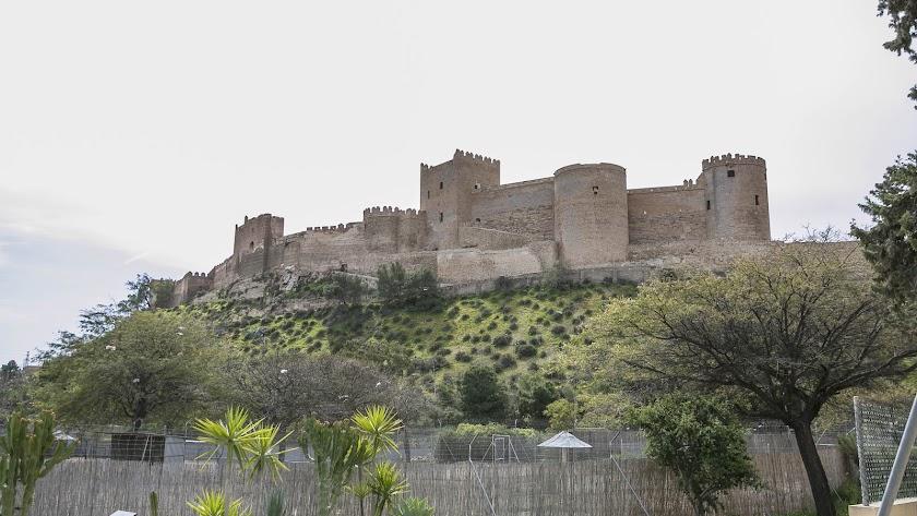 Vista menos conocida del Conjunto Monumental de la Alcazaba desde el Parque de La Hoya.