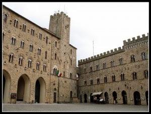 palazzo-priori-300x227.jpg
