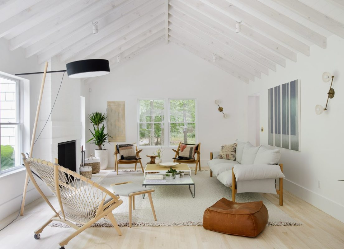 Thiết kế phòng khách chung cư bằng những gam màu yêu thích riêng