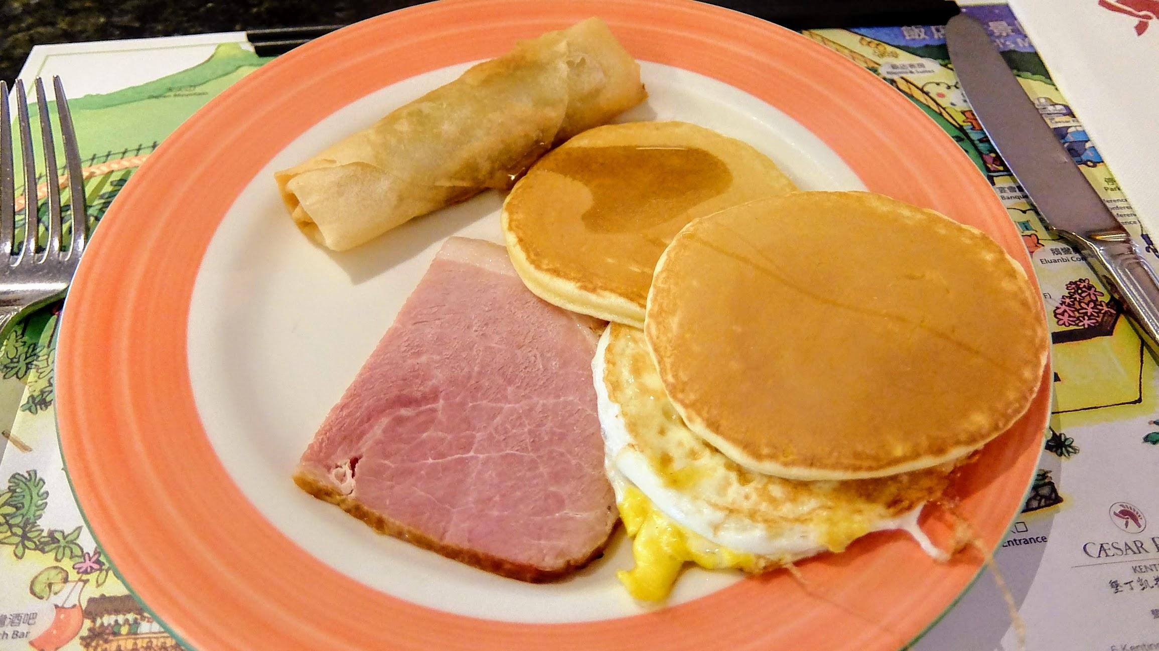 早餐有粥/飯/麵包/鬆餅,中式西式都有...