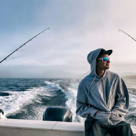 The best sunglasses to wear while you go fishing by Anil Kumar - People Fashion ( best sunglasses brands in india for men )