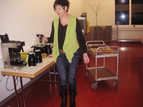 Photo: Die Chefin Frau Doris Thomet beim Kaffee Ausschank