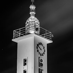 The lighthouse by Leonor Machado - Black & White Buildings & Architecture ( clock, black and white, 2015, lighthouse, lisbon )