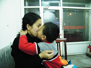 Photo: family dined out for the arriving of benzrad's improved salary. baby son, warrenzh 朱楚甲 kissing his mom, emakingir.
