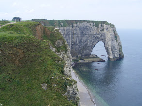 Photo: Looking farther along to the Manneport Arch – 300 feet from sea to the cliff summit.