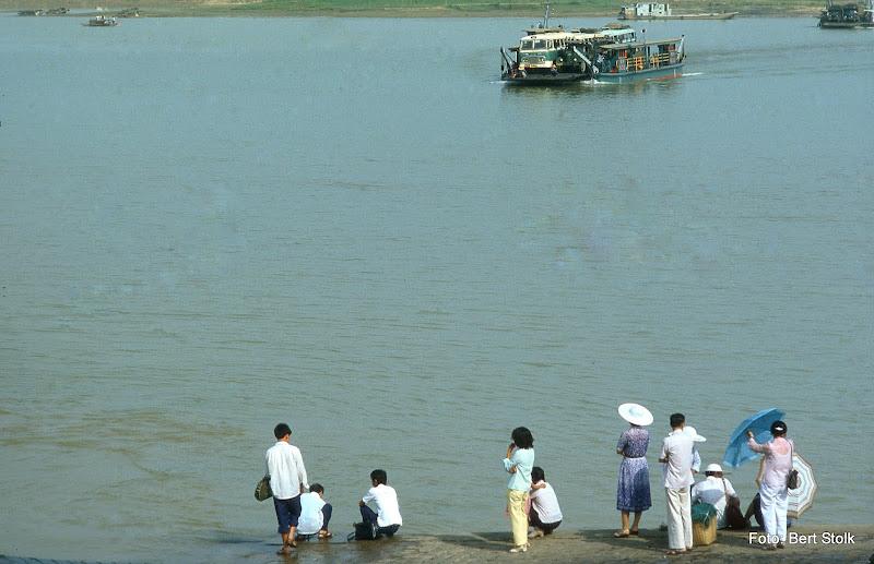 Photo: China - wachten op de veerboot